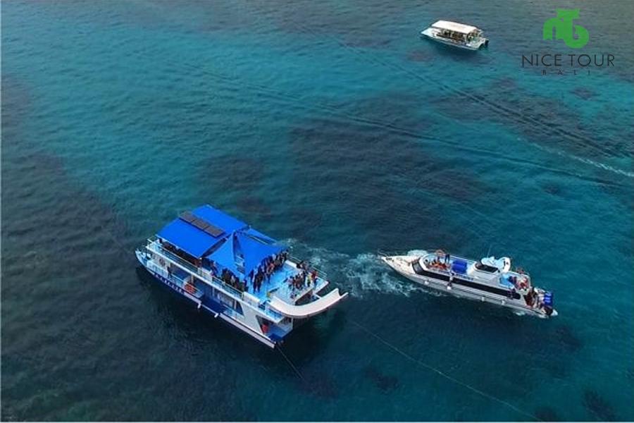Snorkeling Boat at Nusa Penida Island