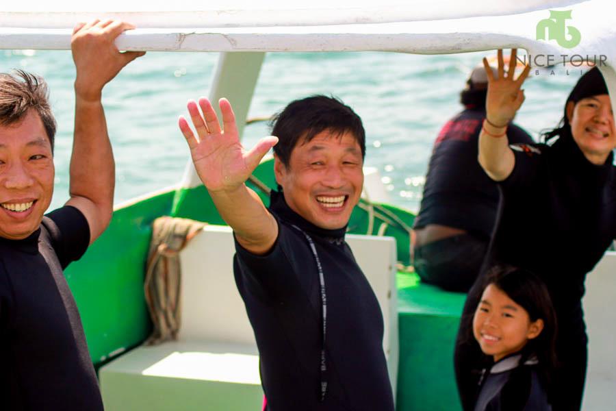 Seawalker Activities in Glass Bottom Boat