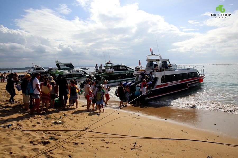 Speed boat from Sanur Beach Bali to Lembongan